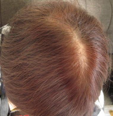 白髪染めDHCQ10クイックカラートリートメントを使っている母親の髪